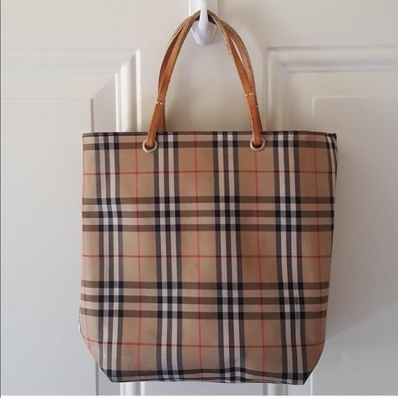 d367793aec7d Burberry Handbags - 🤩FLASH SALE🤩 Burberry Vintage Tote Purse